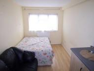 Studio flat in Kent Close, Mitcham