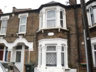 2 bed Flat to rent in Ling Road, Canning Town...