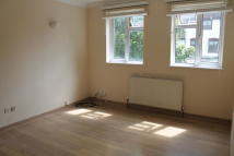 Flat to rent in MAIN ROAD, Romford, RM2