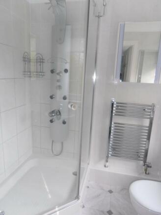 En suite shower