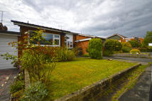 Detached Bungalow in 31, The Lakes Road...