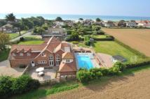 6 bed Detached property in Kingston Gorse...