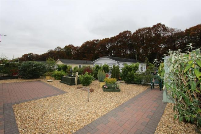 22 Woodlands patio2.