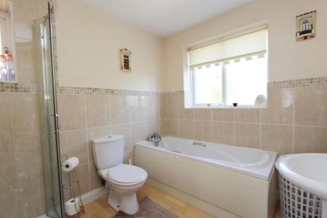153b Kidderminster Rd bathroom.JPG