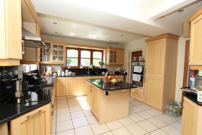 Cartref kitchen2.JPG
