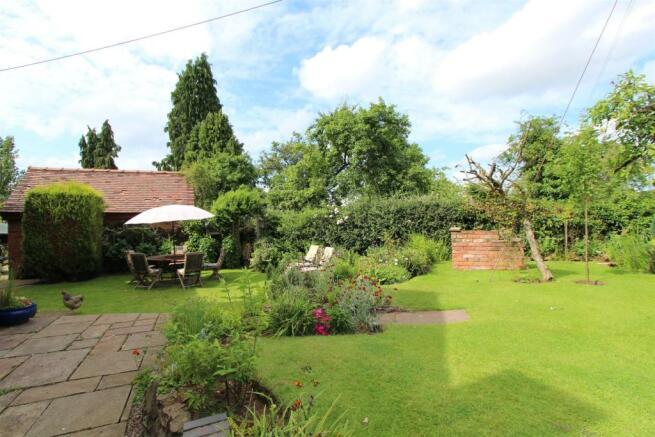 Cartref garden1.JPG