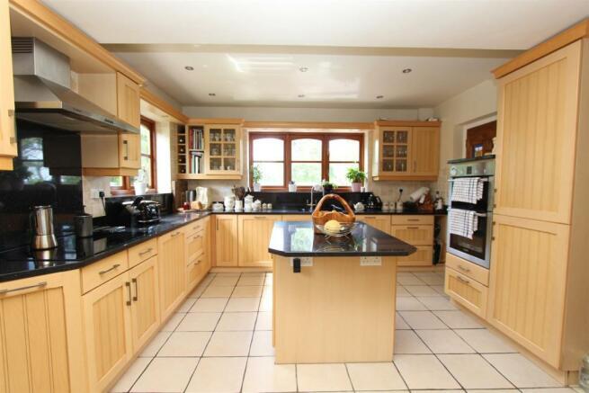 Cartref kitchen1.JPG