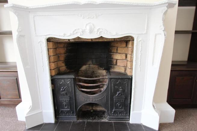 Flat 1 25 High Street Fireplace WEB.JPG
