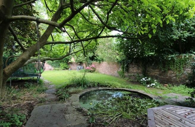 Flat 1 25 High st garden WEB.JPG