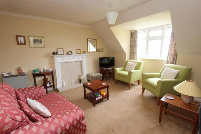 66 Westley Ct lounge