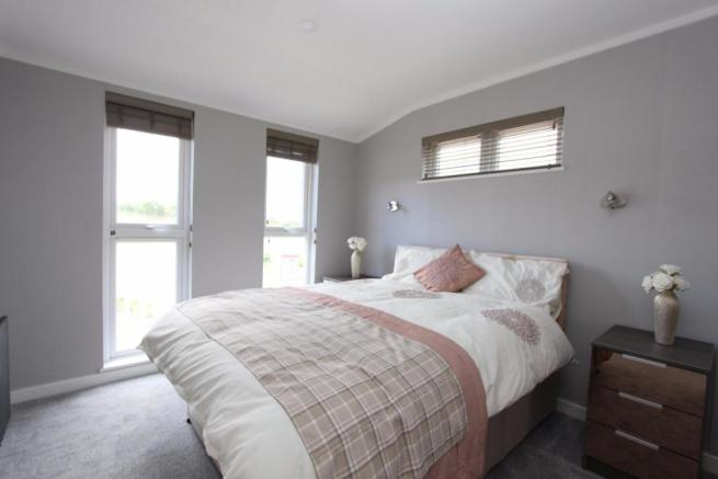 Lakeside View bed2.j