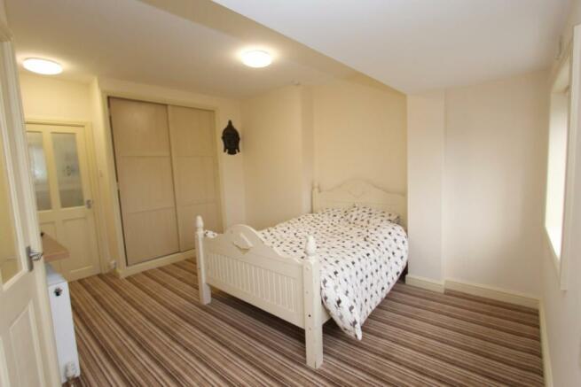 Bedroom_9758.JPG