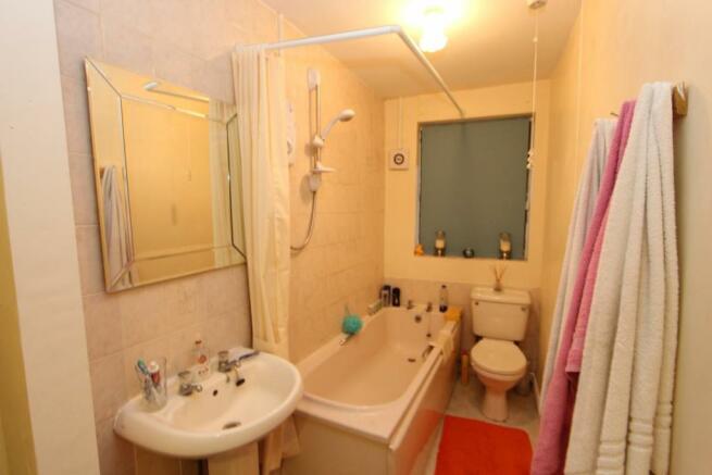 Flat 3, Bathroom_0669.JPG