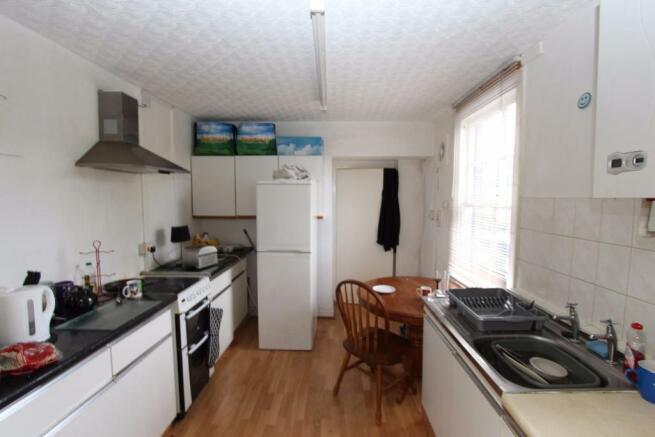 Flat 2 - Kitchen_0694.JPG