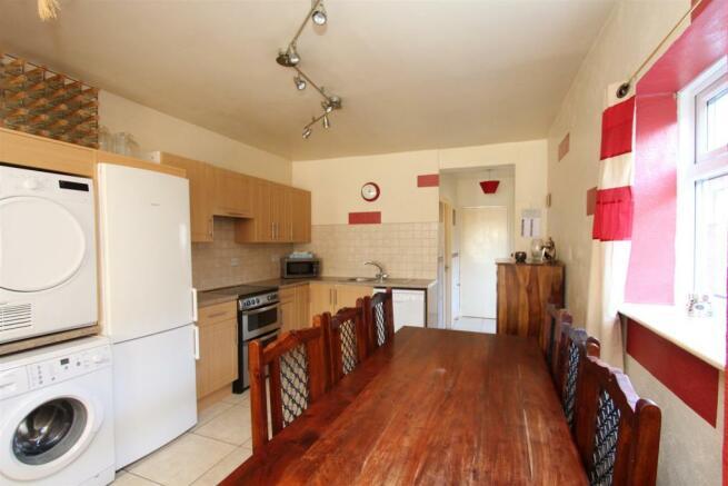 33 Manor Road kitchen.jpg