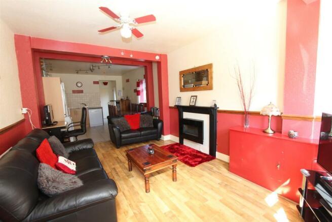 33 Manor Road lounge kitchen WEB.jpg