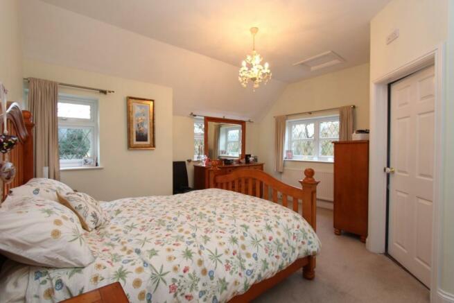 Fordbrook Cottage bed 1.jpg