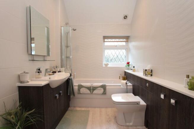 Fordbrook Cottage bathroom.jpg
