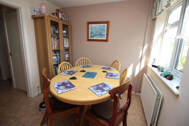 5 Millridge Way dining WEB.JPG