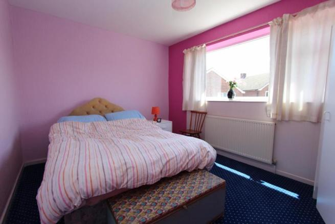 Bedroom_2080.JPG