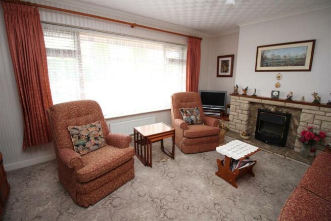 55 The Ridgeway lounge WEB.JPG