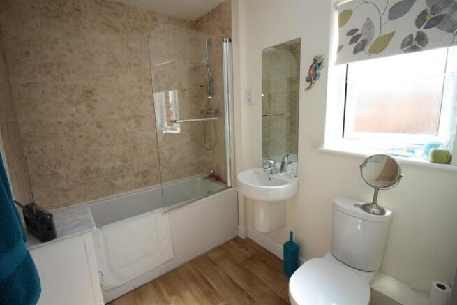 10 Conference Way Bathroom 9980.JPG