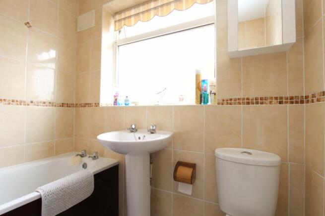 10 Kennedy Close bathroom.jpg