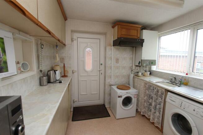 20 Ellesmere Drive kitchen.jpg