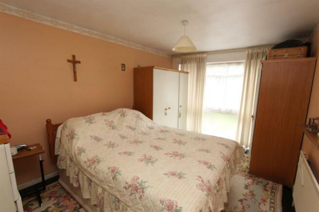 20 Ellesmere Drive bed.jpg