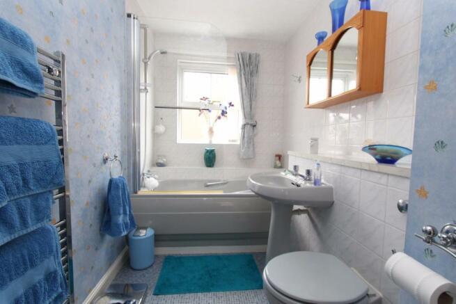 49 Kittiwake Drive bathroom.jpg