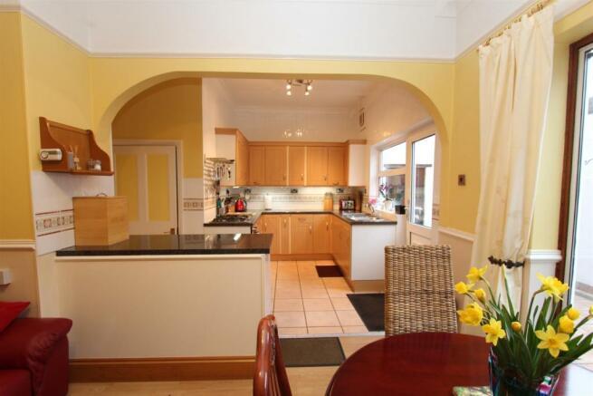 22 Severn Road kitchen2 1165.jpg