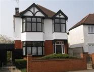 4 bed home in North Chingford