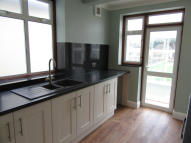 3 bedroom semi detached property to rent in Rise Park