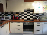 Flat to rent in Gerard Gardens, Rainham...