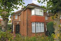 5 bedroom house in Whitton Avenue...