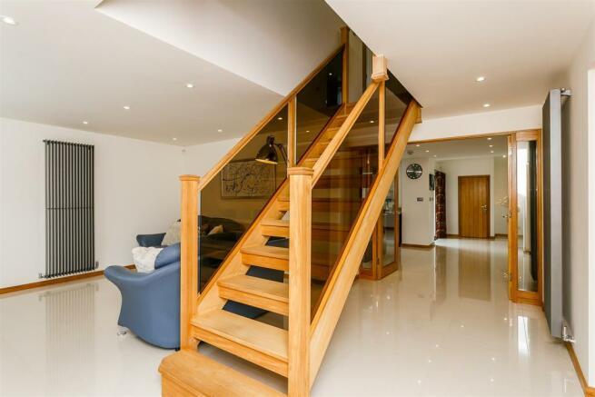 8306115-interior24.jpg