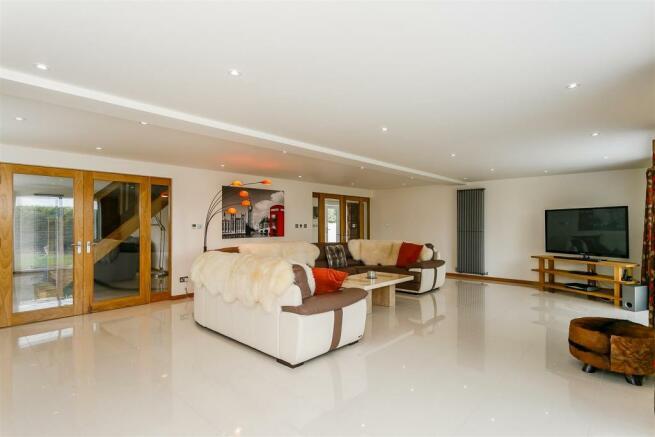 8306115-interior19.jpg