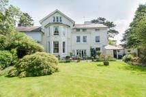 6 bedroom Detached home in Kingswood