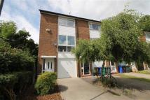 Town House to rent in Dean Bank Avenue...