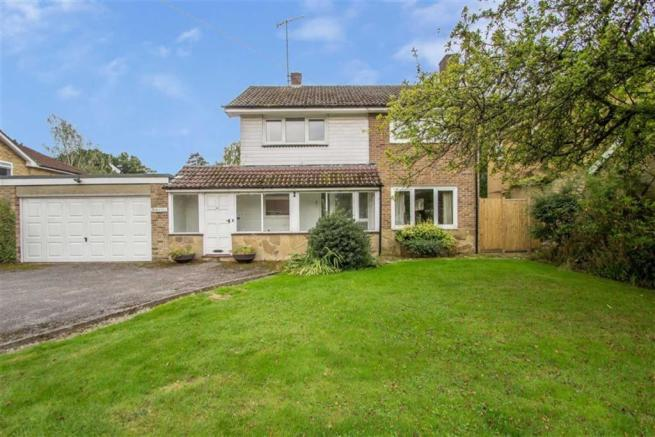 4 Bedroom Link Detached House For Sale In Park Road Oxted Surrey