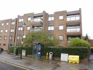 2 bedroom Flat in Oakleigh Court, Oxted...