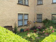 2 bed Ground Flat in 20 Meadowfield Park...