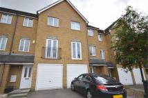 3 bed Town House to rent in Whitfield Crescent...