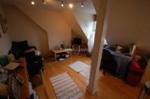 Flat in Daws Lane, London, NW7
