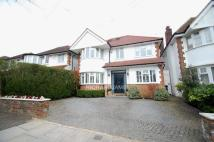 5 bedroom Detached house in Uphill Grove, London, NW7