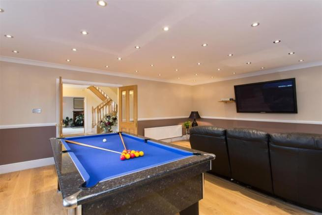 GAMES ROOM / FAMILY