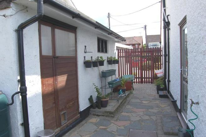 Side garden/workshop