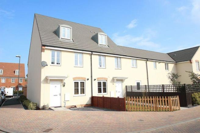 3 bedroom end of terrace house for sale in sharpham road