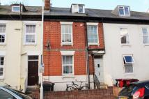 Flat to rent in Zinzan Street, Reading...