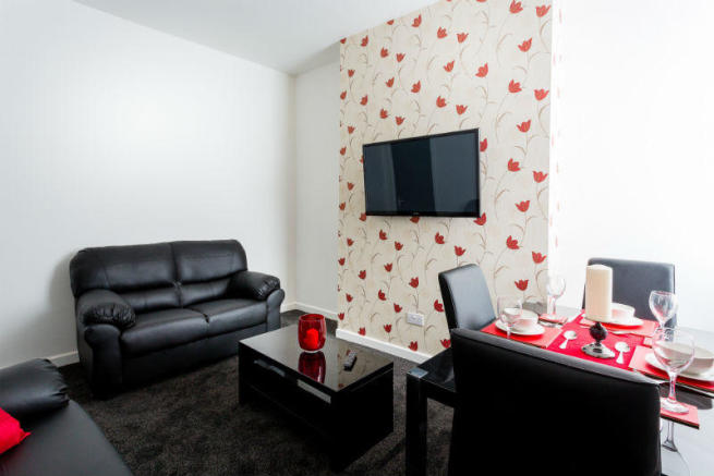 81-sheil-road-student-houses-living-room